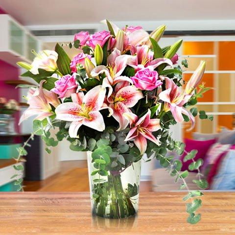 Für das allerbeste Geburtstagskind: rosa Rosen und Lilien