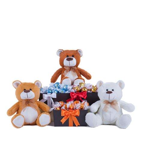 Korb: Pralinen und drei Teddybären