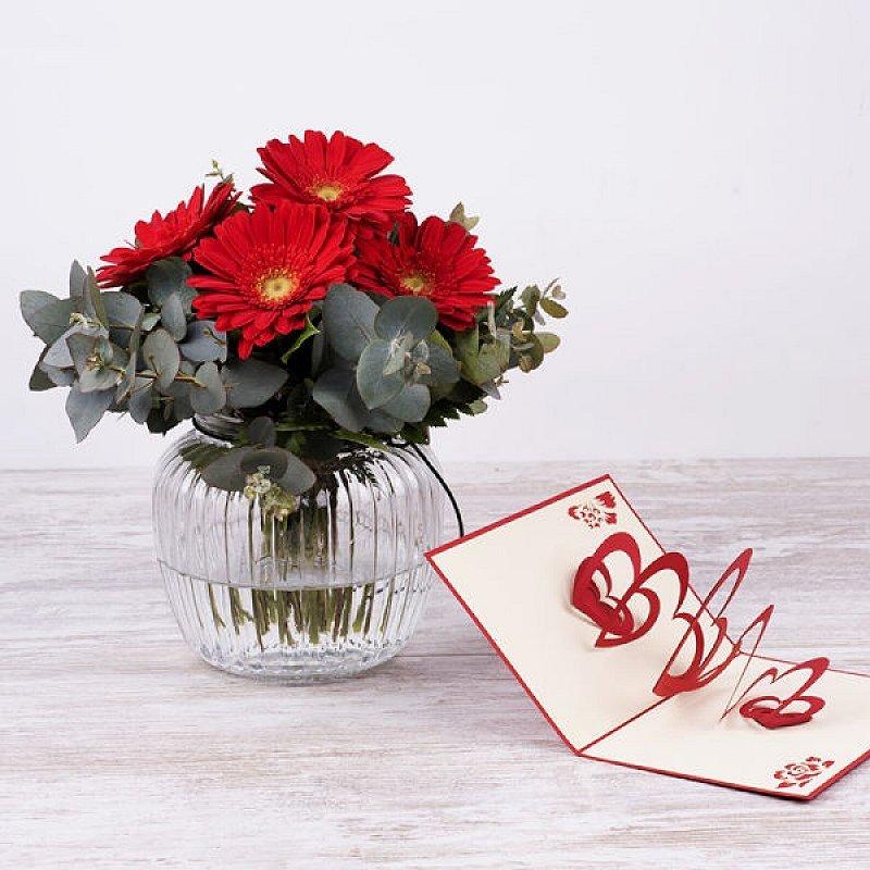 Mini bouquet Amelié - gerberas rojas + jarrón + postal 3D