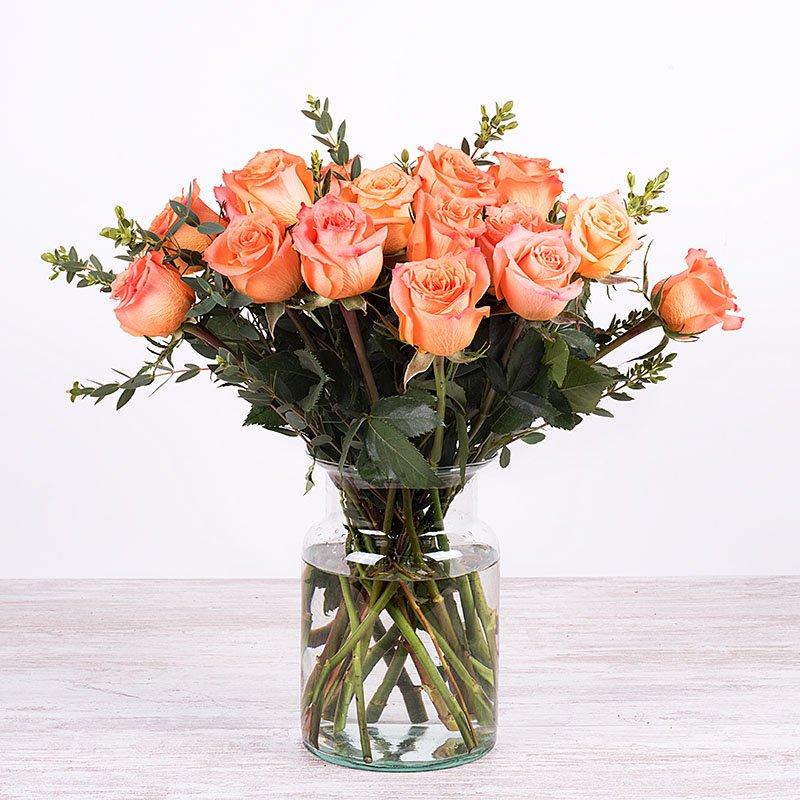 Delicada Pasión: 12 rosas naranjas