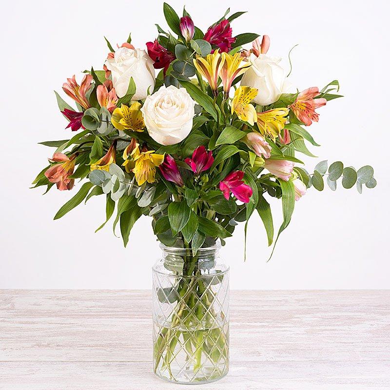 Arcoíris - rosas blancas y alstroemerias