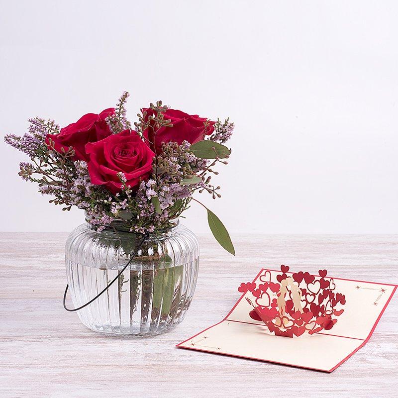 Mini Pasión: rosas rojas, jarrón y tarjeta 3D