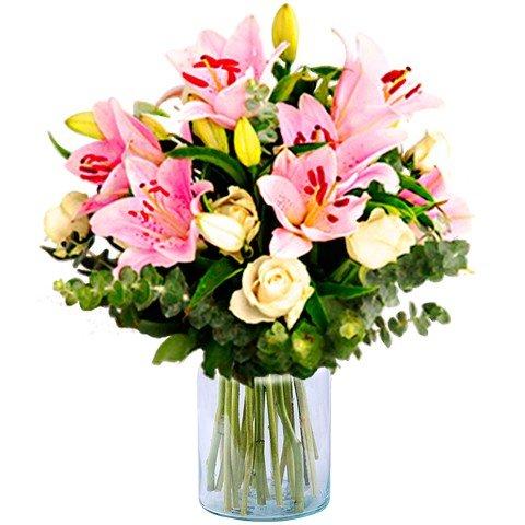 Ekstrawagancja: białe róże i różowe lilie