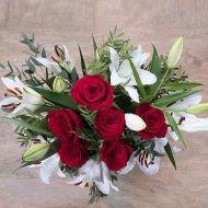 Alegría y magia: Rosas y Lirios